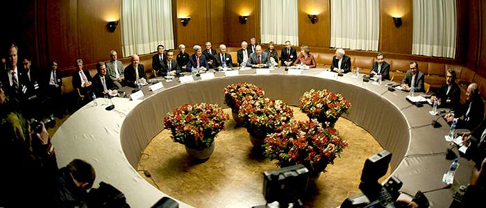 Los miembros del Consejo de Seguridad de la ONU y Alemania reunidos con el Ministerio de Relaciones Exteriores de Irán, durante los acuerdos sobre el programa nuclear de Irán.