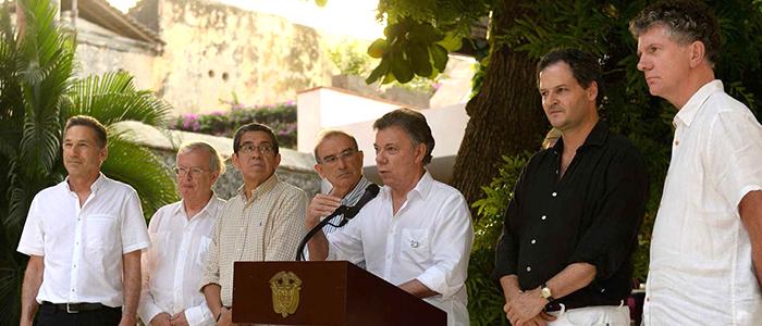 El Presidente Santos reunido con la Delegación de Paz del Gobierno Nacional.