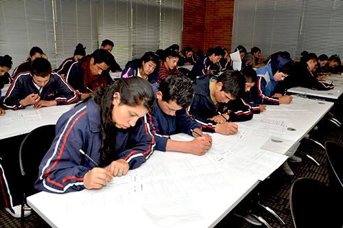 Estudiantes en Bogotá presentan las pruebas Saber Pro.