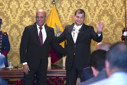 El Presidente haitiano Michel Martelly junto al mandatario ecuatoriano Rafael Correa.