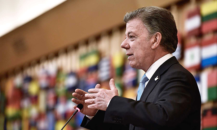 Juan Manuel Santos, promotor del proceso de paz con las FARC y ganador del premio nobel por la paz.