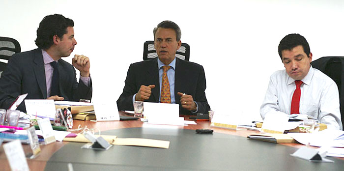 El gerente del Instituto Colombiano de Desarrollo Rural, Rey Ariel Borbón, con el ministro de Agricultura, Rubén Darío Lizarralde.