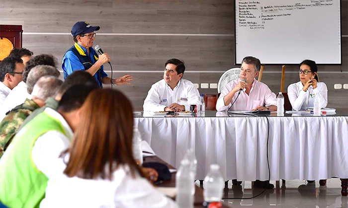 Reunión con directivos en torno al riesgo por desastre naturales