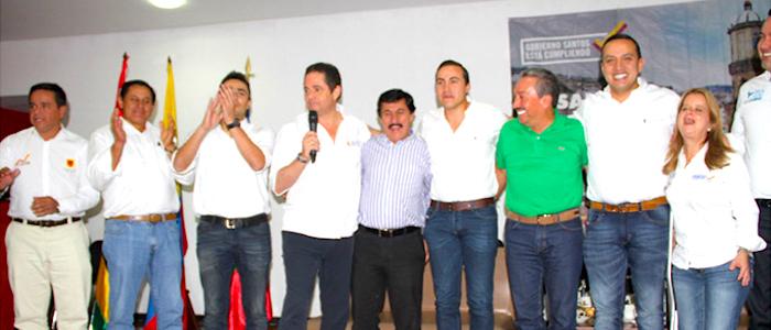El ex Vicepresidente Germán Vargas reunido con los Aguilar en Santander el año pasado.