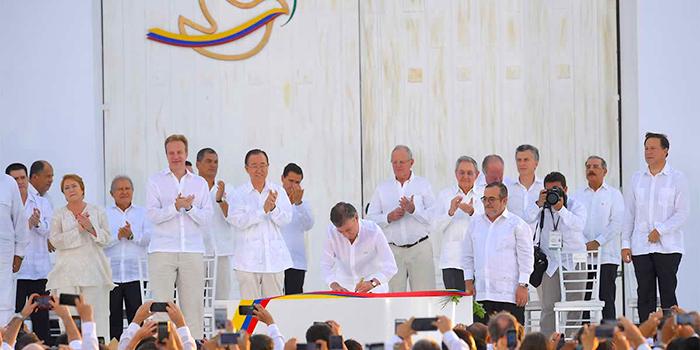 Firma de los Acuerdos de Paz con las FARC-EP.