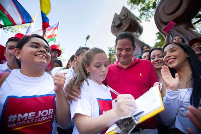 Recolección de firmas por parte del candidato presidencial, Germán Vargas Lleras.