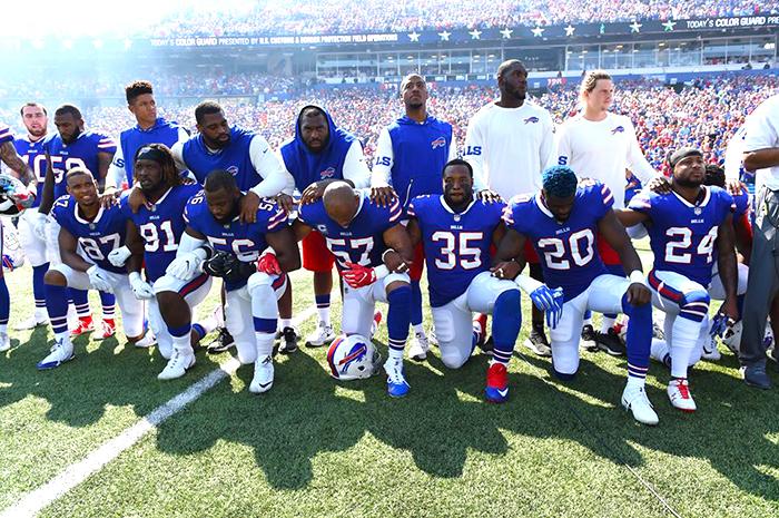 Acto de los Jugadores de fútbol americano en contra del racismo.