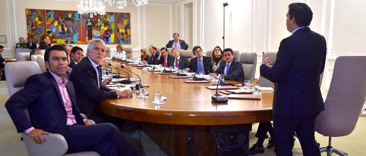 Aprobación de la primera línea del metro en Bogotá por parte del Consejo de Política Económica y Social.