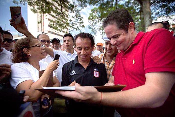 Recolección de firmas para la candidatura de Germán Vargas Lleras.