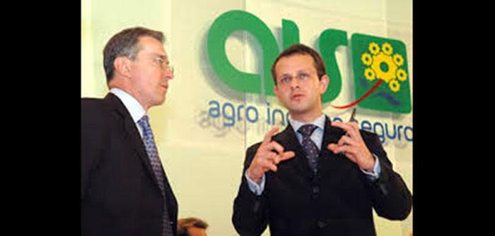 Expresidente Álvaro Uribe Vélez junto a Andrés Felipe Arias en el lanzamiento del programa Agro Ingreso Seguro -AIS-.