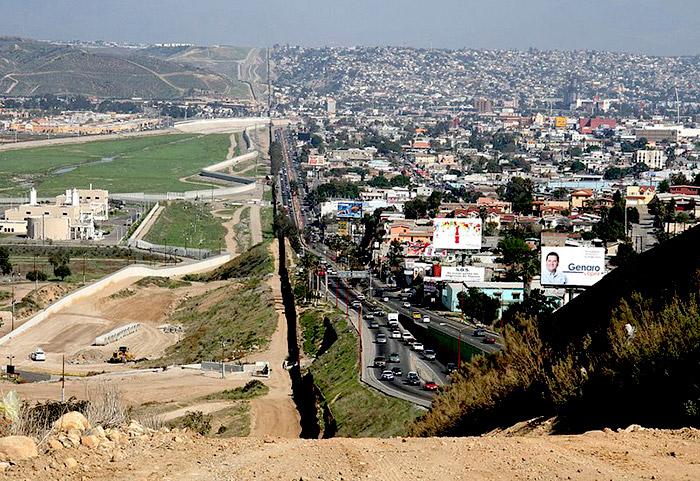 Muro fronterizo entre Estados Unidos y México.