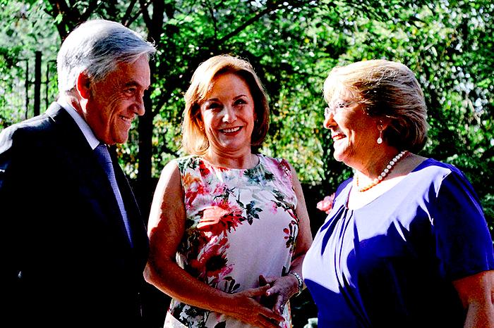 Presidenta de Chile, Michelle Bachelet, junto al Ex Presidente Sebastián Piñera.