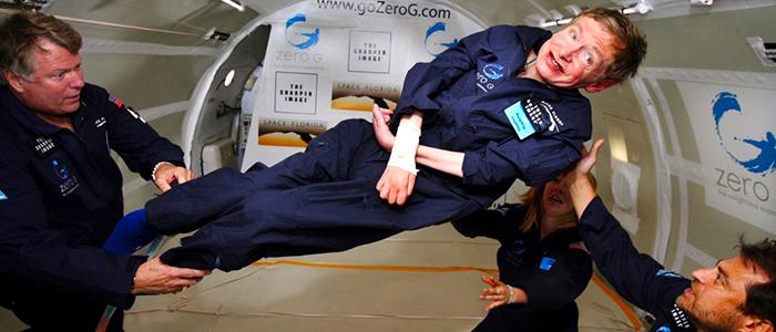 Stephen Hawking experimentando la ingravidez.