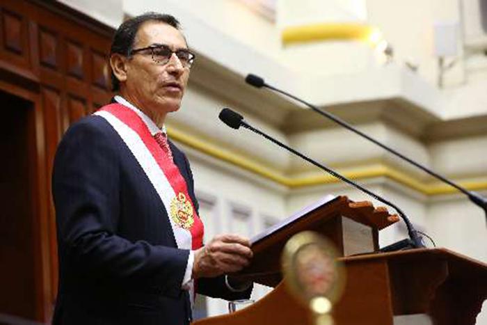 Martín Vizcarra asume la presidencia de Perú tras renuncia de Pedro Pablo Kuczynski.