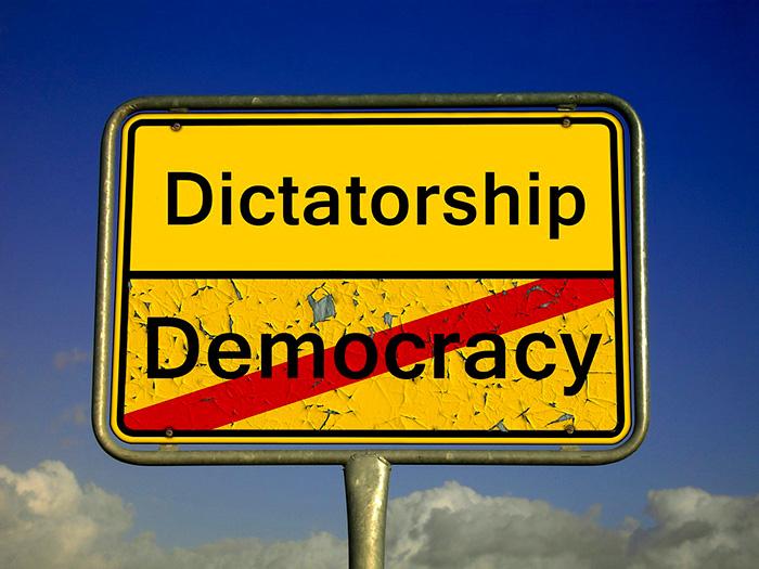 Democracia y dictadura.