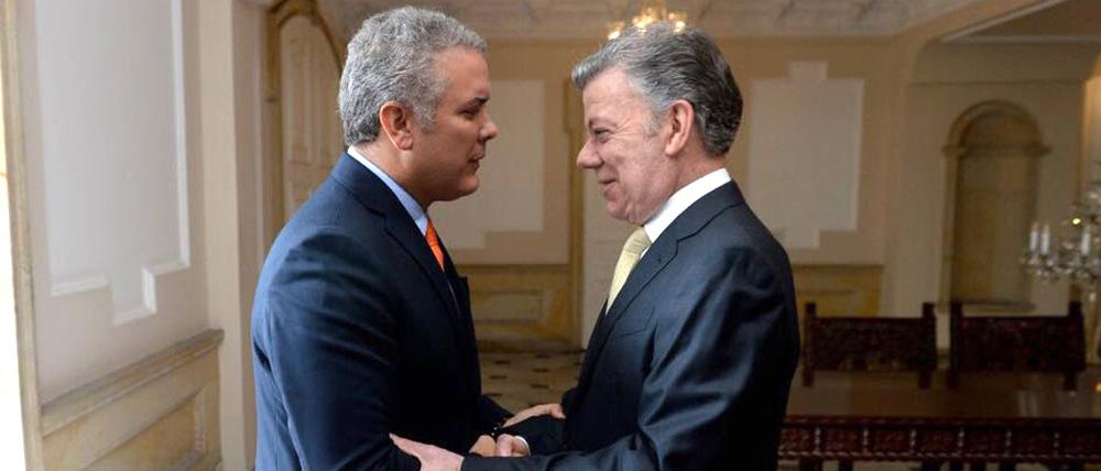 Juan Manuel Santos recibiendo a Iván Duque en la casa de Nariño.
