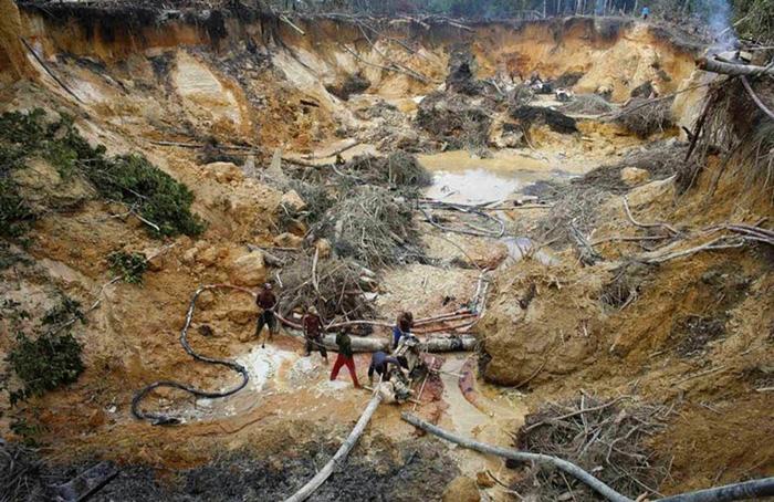 Extracción minera ilegal.