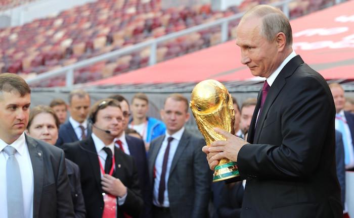 Presidente ruso, Vladimir Putin en visita al estadio de Luzhniki