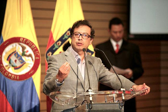 Alcalde Enrique Peñalosa en obras del Transmicable