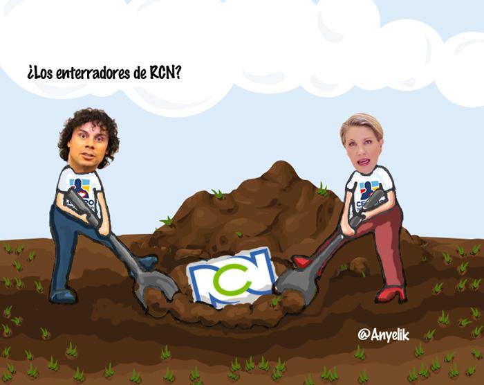 Hassan y Claudia enterrando a RCN