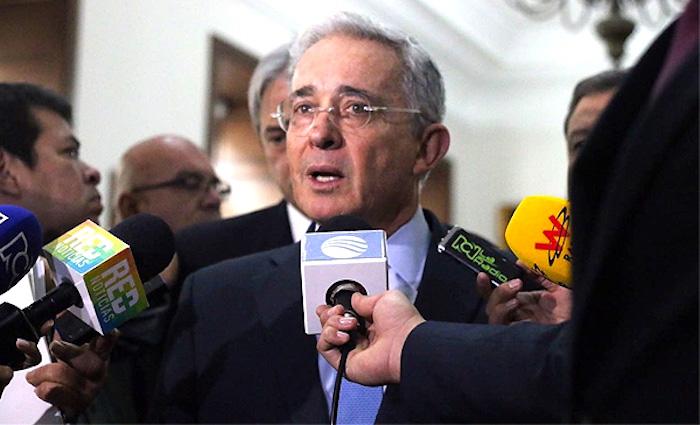 Senado Álvaro Uribe y los medios de comunicación
