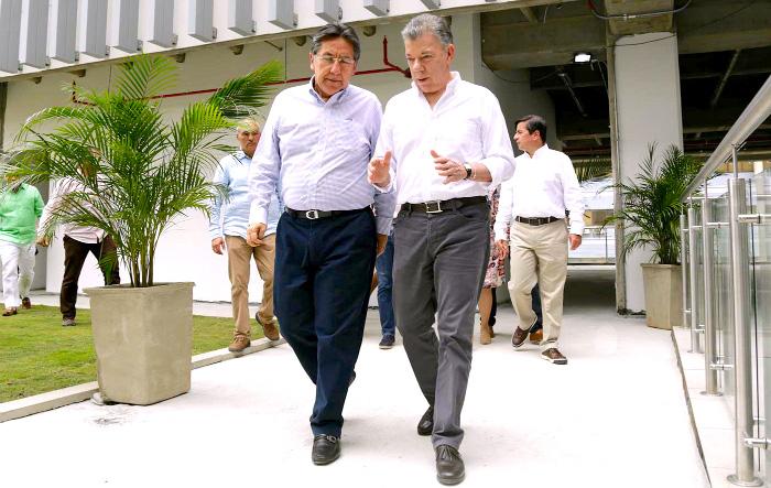 Néstor Humberto Martínez y Juan Manuel Santos.