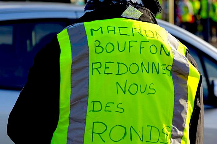 Los ´chalecos amarillos´ pidiendo la dimisión de Macron