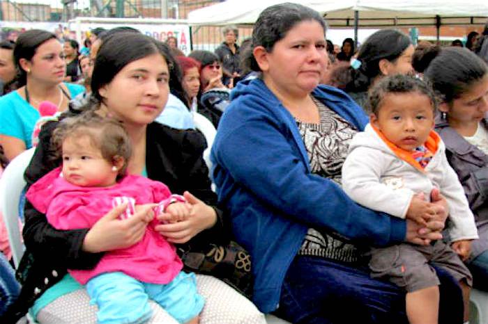 La disminución en la cantidad de hijos por familia es una causa de la disminución de los hogares colombianos.