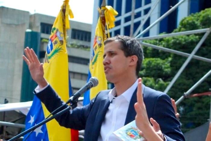 Juan Guaidó jura como presidente interino de Venezuela