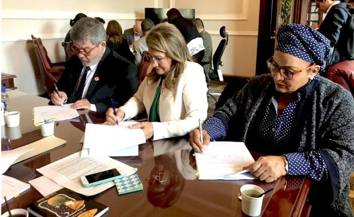 Marcos Calarcá y Victoria Sandino en trabajo legislativo