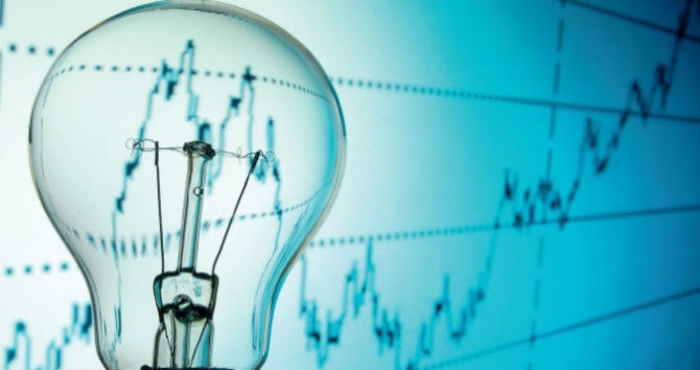 Se debe reducir el consumo de energía en los hogares.