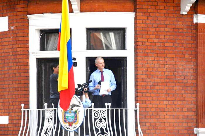 Julian Assange en la Embajada de Ecuador en el Reino Unido.