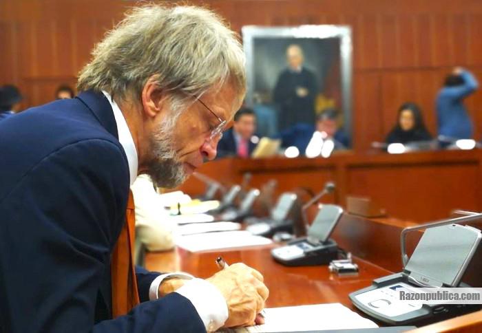 Antanas Mockus quedó fuera del Congreso por haber violado el régimen de inhabilidades.