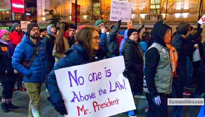 Protesta contra Trump y por la protección de Mueller.