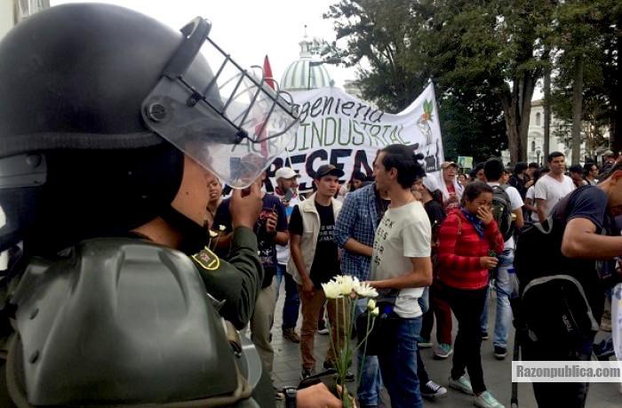 Esmad durante una marcha estudiantil.