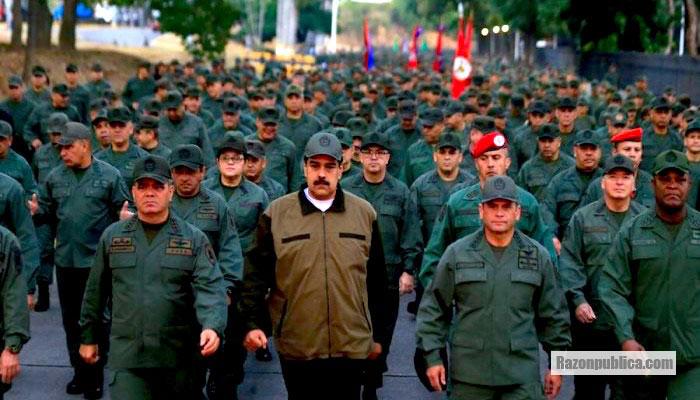 Nicolás Maduro acompañado de las Fuerzas Armadas a las que todos los sectores presionan.