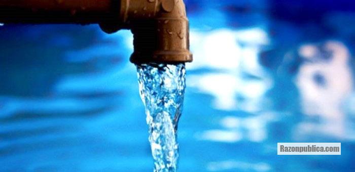 Casi la mitad de los municipios de Colombia no cuentan con agua potable.