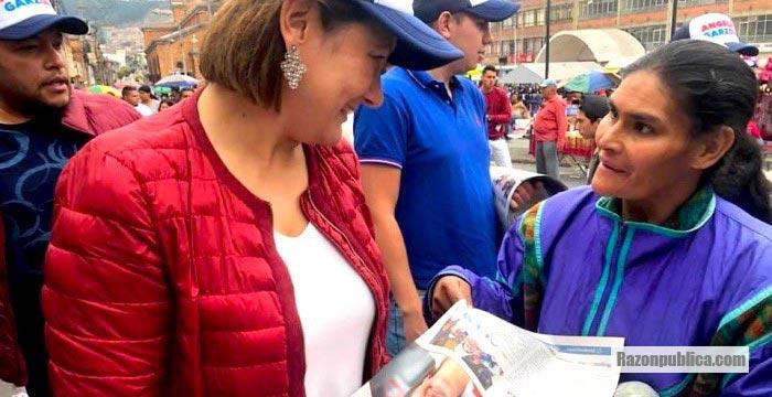Ángela Garzón en campaña para la alcaldía de Bogotá