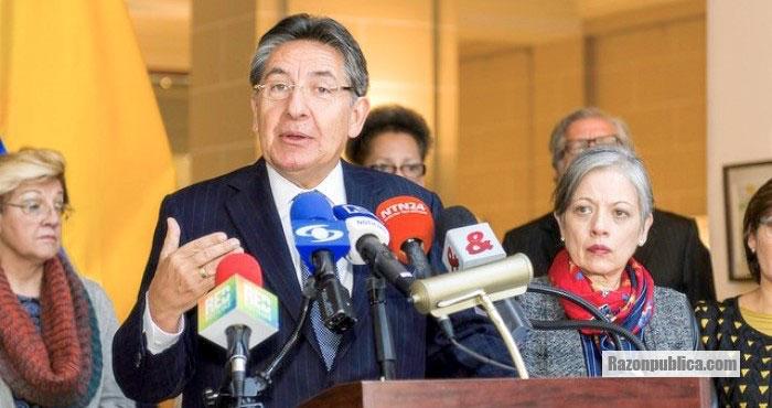 Néstor Humberto Martínez renunció