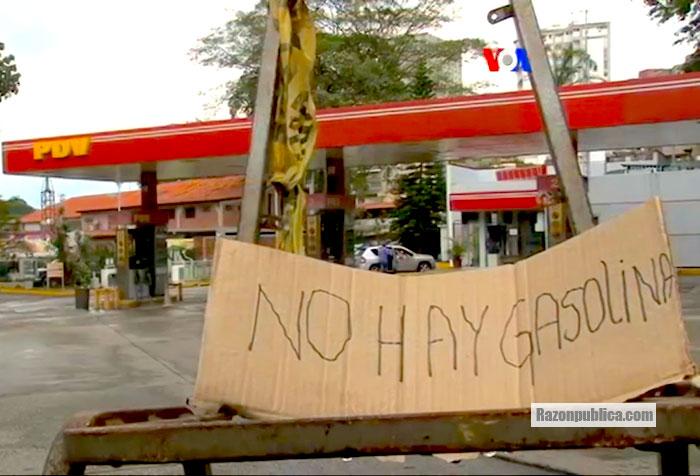 Filas para obtener alimentos y ahora, gasolina.