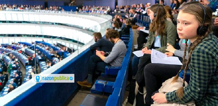 Greta Thunberg, opositora de los combustibles fósiles y promotora de la transición energética y de acciones efectivas ante la crisis climática en el parlamento europeo.