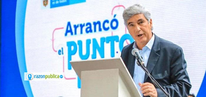 Juan Pablo Uribe en el anuncio de la ley de punto final.