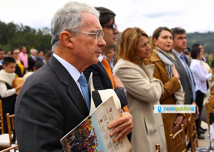 EL expresidente Álvaro Uribe parece estar en caída.