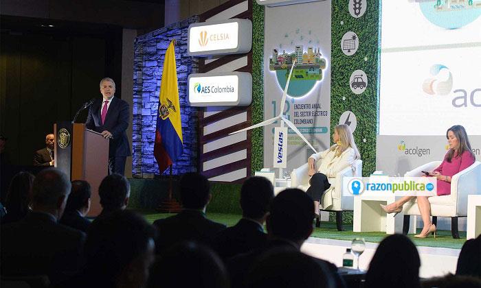 Iván Duque habla de supuestos compromisos para frenar el cambio climático, pero por el contrario permite el fracking y no toma medidas concretas contra la deforestación.