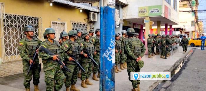 Nuevamente los militares están jugando un papel preponderante en los asuntos políticos en Ecuador.