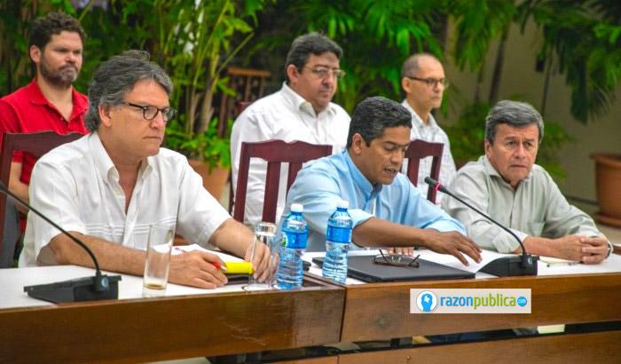 Negociaciones con el ELN se llevaron a cabo primero en Ecuador y luego en Cuba hasta su suspensión.
