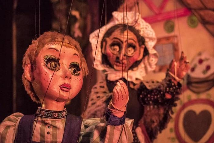Manzur dedicó años de su vida a adaptar óperas para sus marionetas.