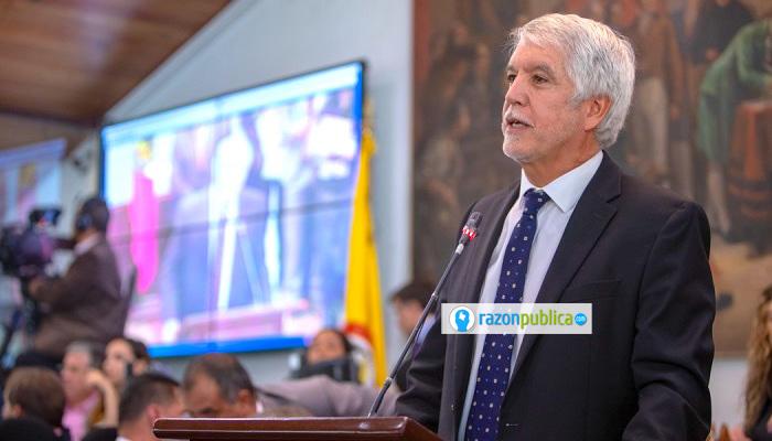 Alcaldía de Bogotá Peñalosa acaba su gobierno como comenzó: sin ciudadanía