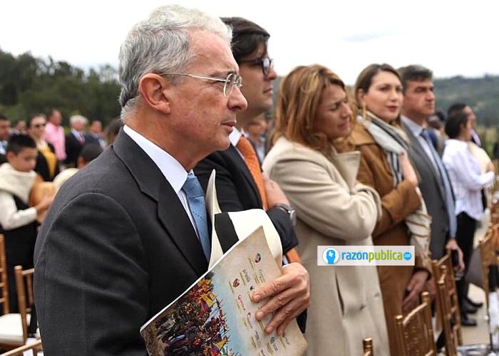 Aunque Uribe sigue vociferando, cada vez se le nota más cansado