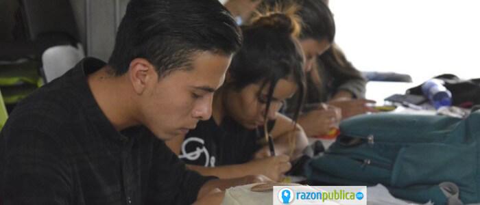 Jovenes de medellin trabajando